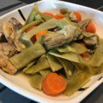 guiso de pollo con verduras en olla a presión